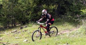 VTT sur la piste de descente du Grand-Puy